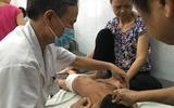 Những chiếc kim giúp trẻ bại liệt biết đi