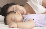 Nên hay không nên để con ngủ chung giường - Câu hỏi vẫn gây nhiều tranh cãi