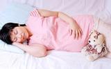 Video: Tư thế ngủ giúp mẹ khỏe, bé thông minh