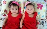 Gặp bố mẹ nuôi 2 bé sinh đôi mát tay