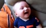 Cười rụng rốn với các điệu cười của bé