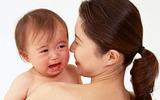 Một vài cách cực ngọt ngào để dỗ bé nín khóc