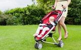 Những điều mẹ cần biết khi cho trẻ sơ sinh đi dạo