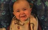 Bé 10 tháng tuổi giàn giụa nước mắt khi nghe bài hát buồn