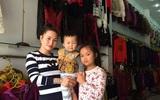 Các mẹ chia sẻ bí quyết sắm quần áo Tết đẹp và rẻ cho con
