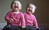 Bộ ảnh đầy sức sống của người cha chụp cho hai con gái sinh đôi
