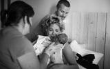 Thêm những hình ảnh kỳ diệu về một ca sinh con tại nhà