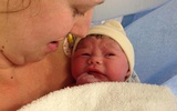 Em bé sống sót thần kỳ sau khi mẹ dùng thuốc phá thai