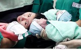 Bà mẹ sinh ba và phút chiến đấu cùng tử thần trên bàn đẻ