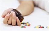 Cô gái uống 40 viên thuốc  tự tử rồi chia tay bạn trai trước ngày Valentine