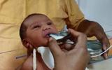 Cô bé 1 tháng tuổi suýt chết vì bị bỏ rơi trong đêm đông giá rét phục hồi kì diệu