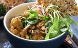 Món ngon cuối tuần: Mì Quảng thịt gà ngon khó cưỡng