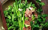 Đã miệng với thịt bò xào măng tây và bông cải