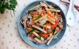 Vào mùa ngó sen hãy kết hợp để có món thịt heo xào ngon vô cùng!