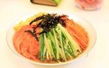 Học người Hàn cách làm mỳ trộn cực ngon mà không sợ béo