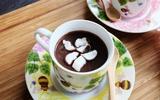 Mát trời tự làm chocolate nóng nhâm nhi ly cho ngày mới đầy năng lượng