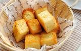 Thơm nức mũi với món bánh mỳ bơ tỏi giòn rụm hấp dẫn