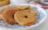 Bánh táo chiên thơm lừng căn bếp sớm thu