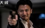 Mặc chỉ trích phụ bạc, Tạ Đình Phong tự tin khoe vẻ nam tính đốn tim