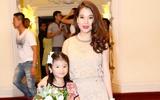 Trương Ngọc Ánh trẻ trung, khoe chân thon dài bên con gái xinh