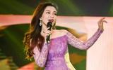 Đinh Hương khoe khéo vai trần nõn nà dưới váy tím bồng bềnh