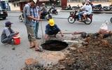 Hố tử thần sâu 2m xuất hiện ngay giữa đường lúc sáng sớm ở Sài Gòn