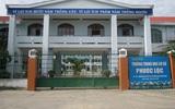 TP.HCM: 18 học sinh ngộ độc nghi do uống sữa phát miễn phí trước cổng trường