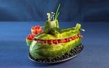 Tỉa dưa hấu thành hình tàu ngầm ngộ nghĩnh