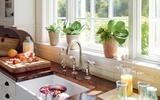Gợi ý cách trang trí cửa sổ phòng bếp bớt đơn điệu với chi phí tiết kiệm
