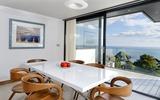 Bạn băn khoăn không biết bài trí ghế gỗ trong phòng ăn hiện đại? Đây chính là giải pháp!