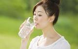 Cho dù mùa hè cũng không được uống quá nhiều nước!