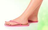 Những tác hại đến sức khỏe do đi dép xỏ ngón