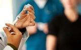 Lạm dụng thuốc kích trứng: Nhập viện vì lời rỉ tai
