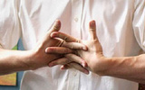 Bẻ khớp có ảnh hưởng đến sức khỏe?