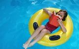 Chia sẻ của một chuyên gia da liễu về nguy cơ mắc bệnh khi đi bơi