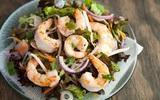 Salad tôm kiểu Thái chua cay hấp dẫn