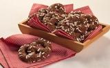 Ăn sáng ngon với bánh Pretzel chocolate