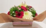 Cắm hoa đơn giản tinh tế làm đẹp không gian nhà bạn