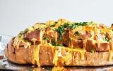 Ngất ngây với món bánh mỳ bơ tỏi kiểu mới thơm phức