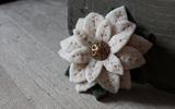 Hướng dẫn làm hoa vải cài áo xinh xắn mà thanh lịch