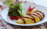 Bữa trưa ngon miệng với món trứng bọc cơm độc đáo