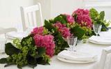 Cách cắm hoa đẹp trang trí bàn tiệc thêm tươi sắc