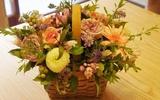 Cắm giỏ hoa xinh tặng mẹ nhân ngày của mẹ