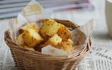 Bánh mì bơ tỏi thơm giòn thích thú