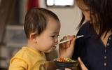Danh sách thực phẩm bé cần tránh trong thời kỳ tập ăn dặm