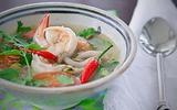 Xuýt xoa với món canh Tom Yum Goong nóng hổi thơm phức
