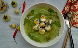 Mát lành thanh nhiệt món canh bầu nấu trứng cút lộn