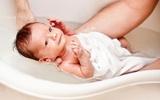 Clip hướng dẫn chi tiết cách tắm cho trẻ sơ sinh mẹ nên xem