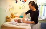 Clip dạy cách thay bỉm cho bé cực hữu ích với người lần đầu làm mẹ