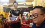 Cô gái xinh bán kẹo dạo ở Hải Phòng và câu chuyện buồn ít ai biết